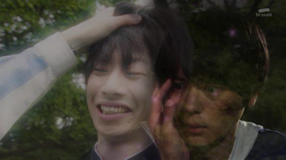 【仮面ライダービルド】エボルトは内海に憑依して生きていた!裏切った父・葛城忍がエボルトに殺されてしまう・・・