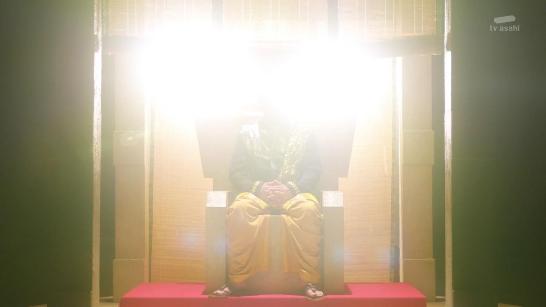 【仮面ライダージオウ】オーマジオウこと50年後の常磐ソウゴの姿が!シルエットの画像を明るくすると・・・